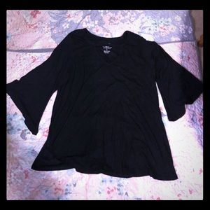 Torrid size 5 v-key hole bell sleeve shirt